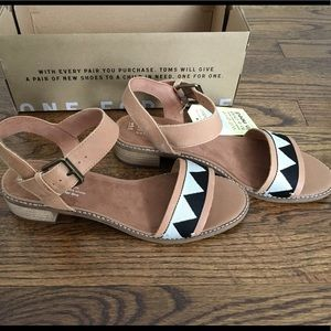 b534a3ef3bd Toms Shoes - NWT Toms Camilia Honey Leather Tribal Sandals